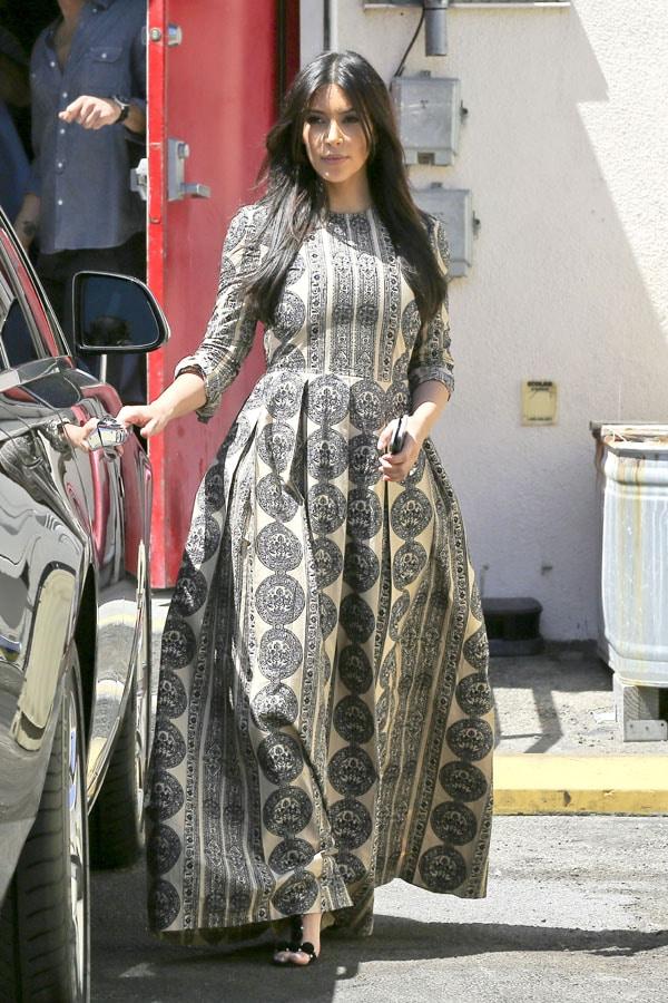 Kim Kardashian Et Kris Jenner En Robes Tres Tendances Pour